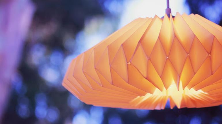 הצטרפו לעיצוב גופי תאורה מרהיבים באוריגמי