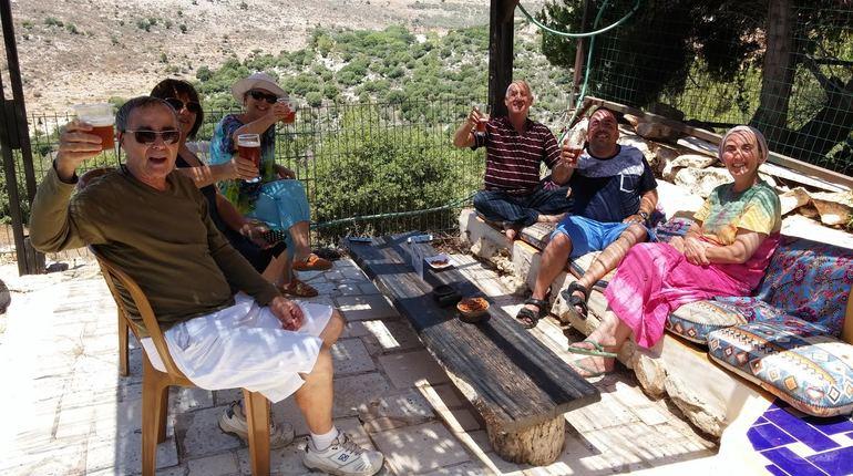 מפגש של בירה ומצב רוח בכפר ורדים