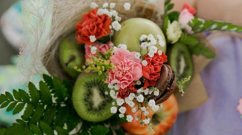 בואו להכין זרים מיוחדים משוקולד, פרחים ופירות!