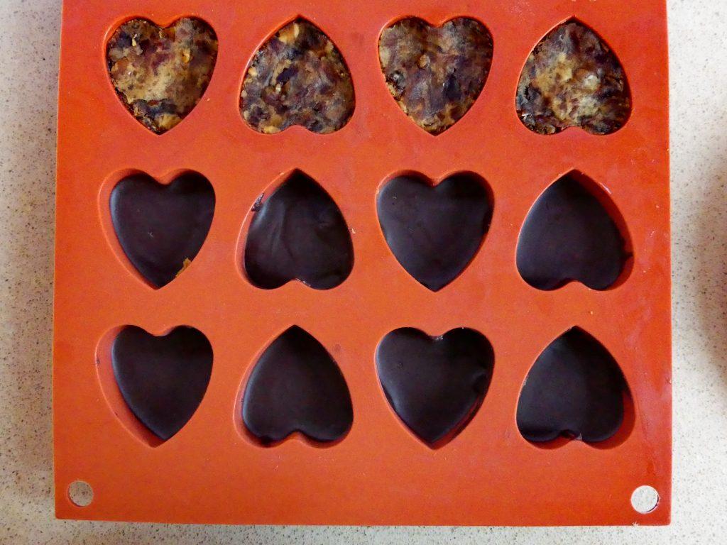 שלב ה': מתכון לשוקולד במילוי קרמל לכבוד יום האהבה