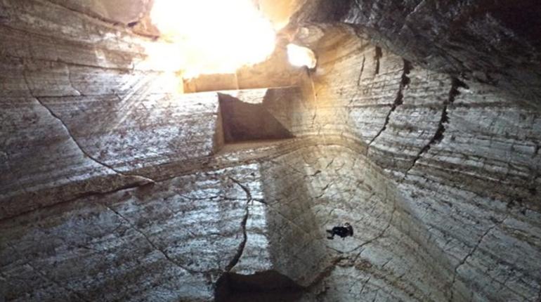 טיול סנפלינג אל מערת מלח בהר סדום
